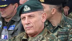 Ο στρατηγός Κ. Φλώρος, υπογράμμισε ότι όποιος τα βάλει με τον ελληνικό στρατό θα το πληρώσει ακριβά κι αυτό το ξέρουν οι γείτονες μας. Μήνυμ...