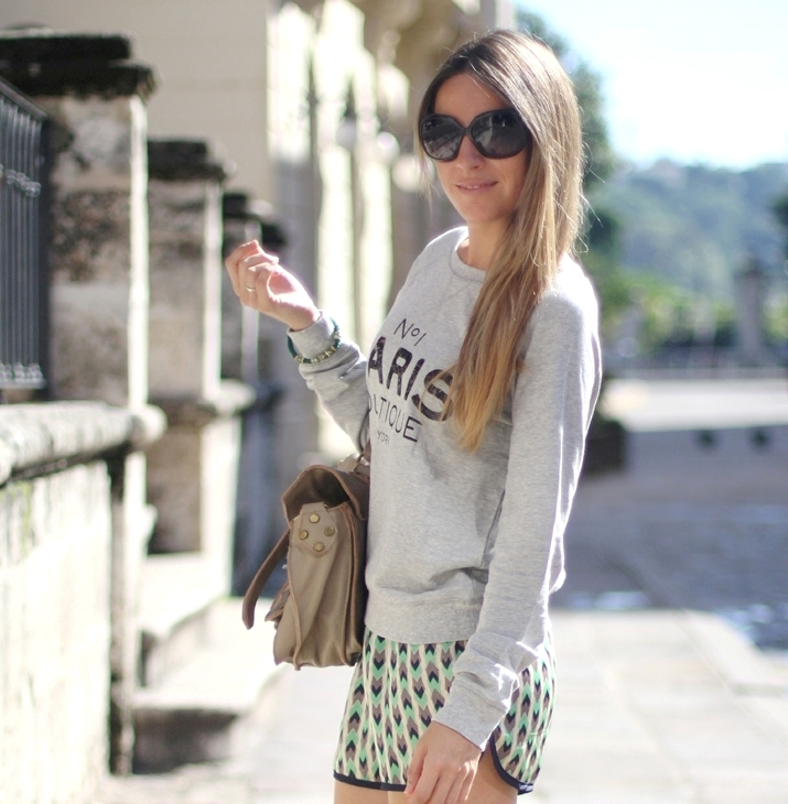 Fashion blogger Mónica Sors with tribal shorts