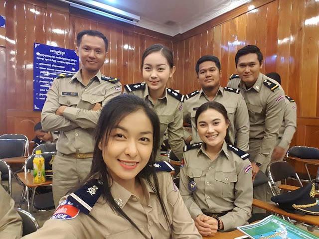 Selfies du Jour : Sourires policiers