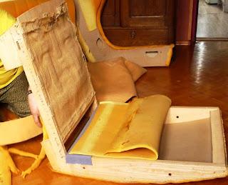 wymiana gąbki na fotelu,tapicerowanie