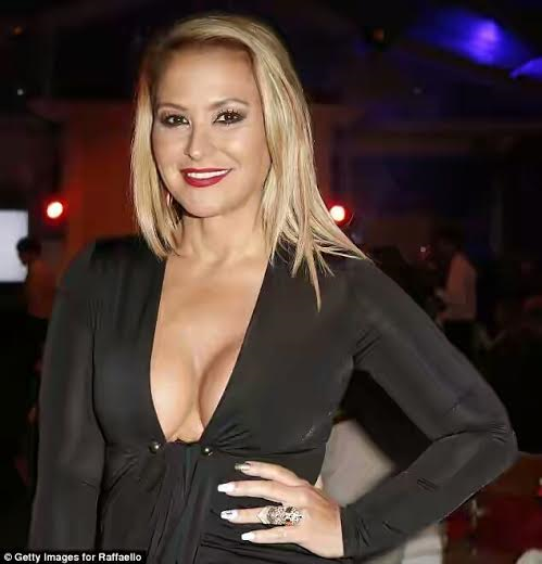 celebrity news anastacia shares inspirational naked selfie