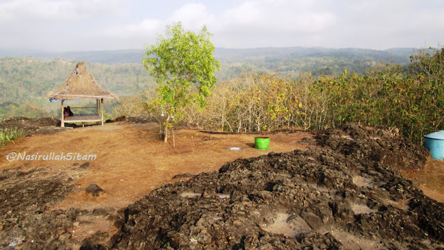 Pemandangan di Gunung Ireng Patuk, Gunungkidul