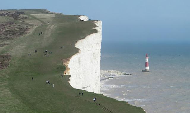 Beachy Head di inggris merupakan salah satu tempat favorite untuk melakukan bunuh diri