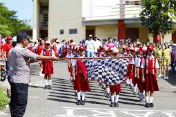 Lodevicus Tethool Buka Lomba Gerak Jalan Indah HUT Bhayangkara ke 73 di Tanimbar
