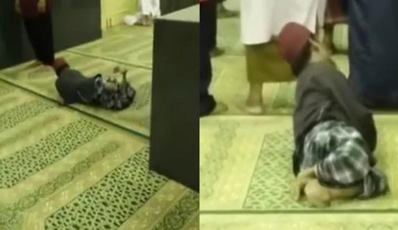 (Video) Status OKU Bukan Alasan, Sanggup Berguling Semata-Mata Hendak Solat Berjemaah Di Masjid