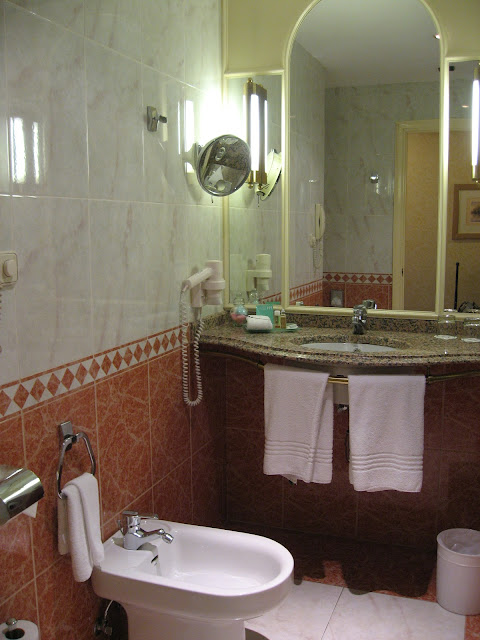 https://www.booking.com/hotel/es/plaza-de-espana.en.html?aid=960979&no_rooms=1&group_adults=1