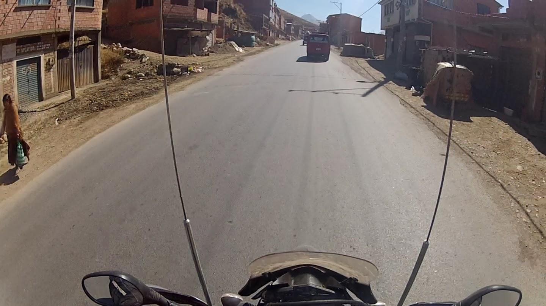 Passando pela periferia de La Paz.