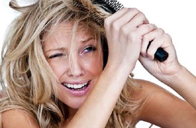 Confira as dicas para acabar definitivamente com o frizz do cabelo