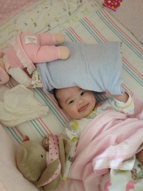 小秋的生活日記: [365-272] 愛搖頭的嬰兒 + 晚上七點大家都躺平了