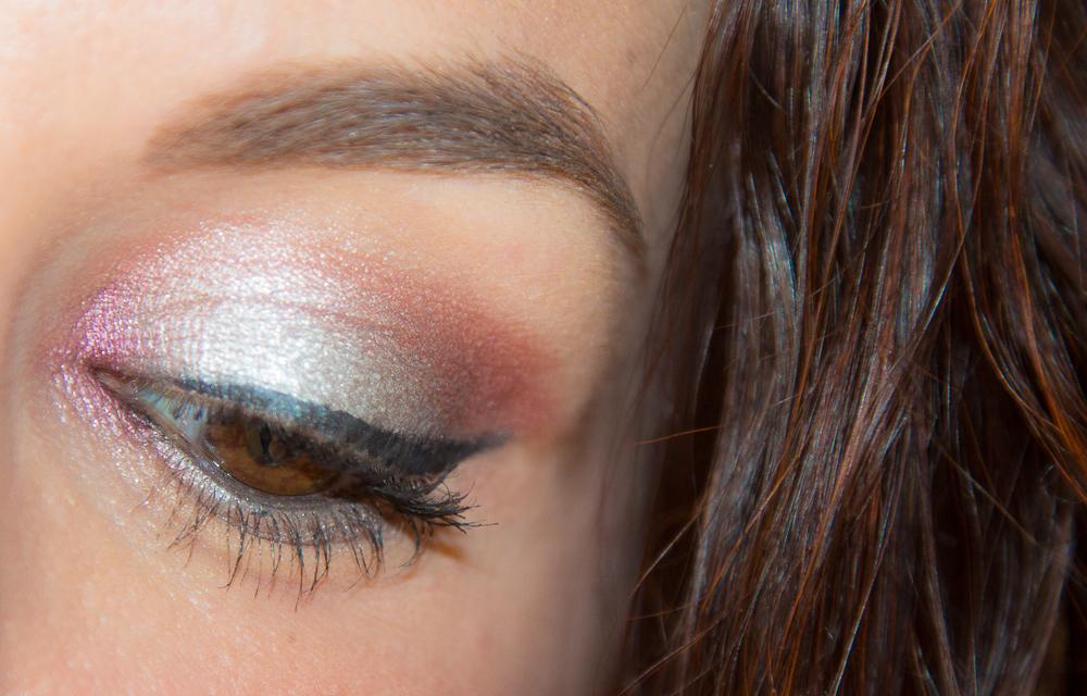 Silver Look (Manucure effet miroir et maquillage)