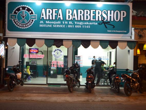 Potensi bisnis jasa pemangkas rambut akan selalu dibutuhkan orang.  Pasalnya 49987f52e7