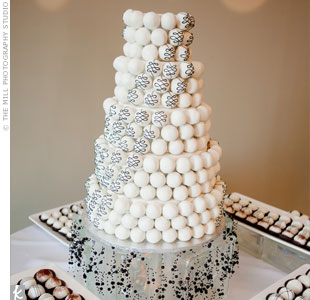 cake pop wedding cakes beyond the aisle sweet trend wedding cake pop cakes 12304