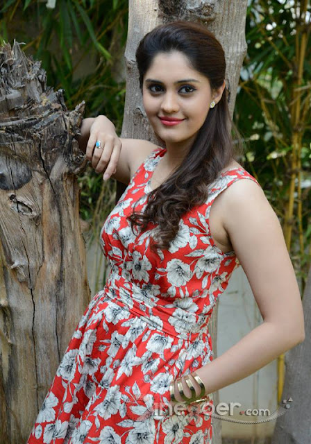 Stylish Girl Pic For Facebook Profile, Cute Fb Profile Pic Download