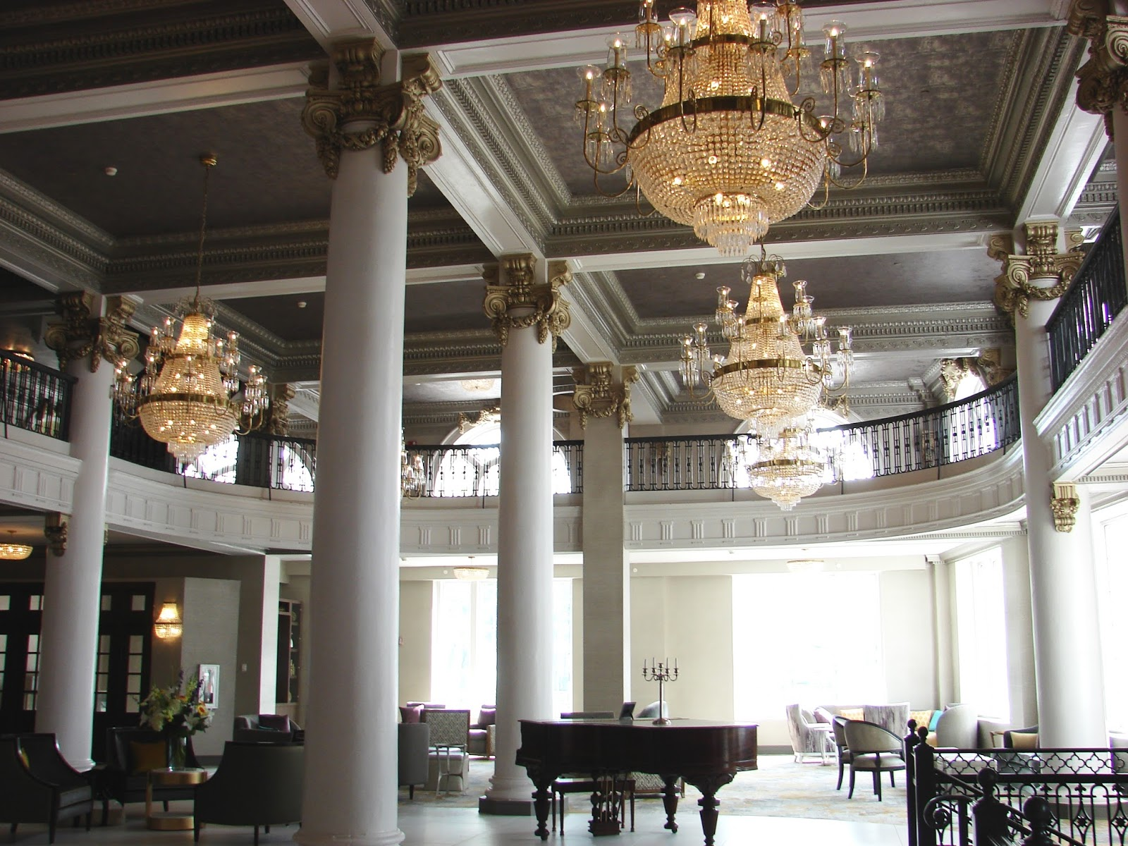 preferred accommodations hotel utica doubletree is elegant. Black Bedroom Furniture Sets. Home Design Ideas