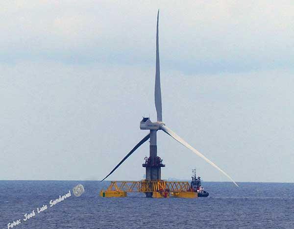 En la costa de Jinámar, Gran Canaria, el primer aerogenerador marino de España / Fotógrafo: José Luis sandoval