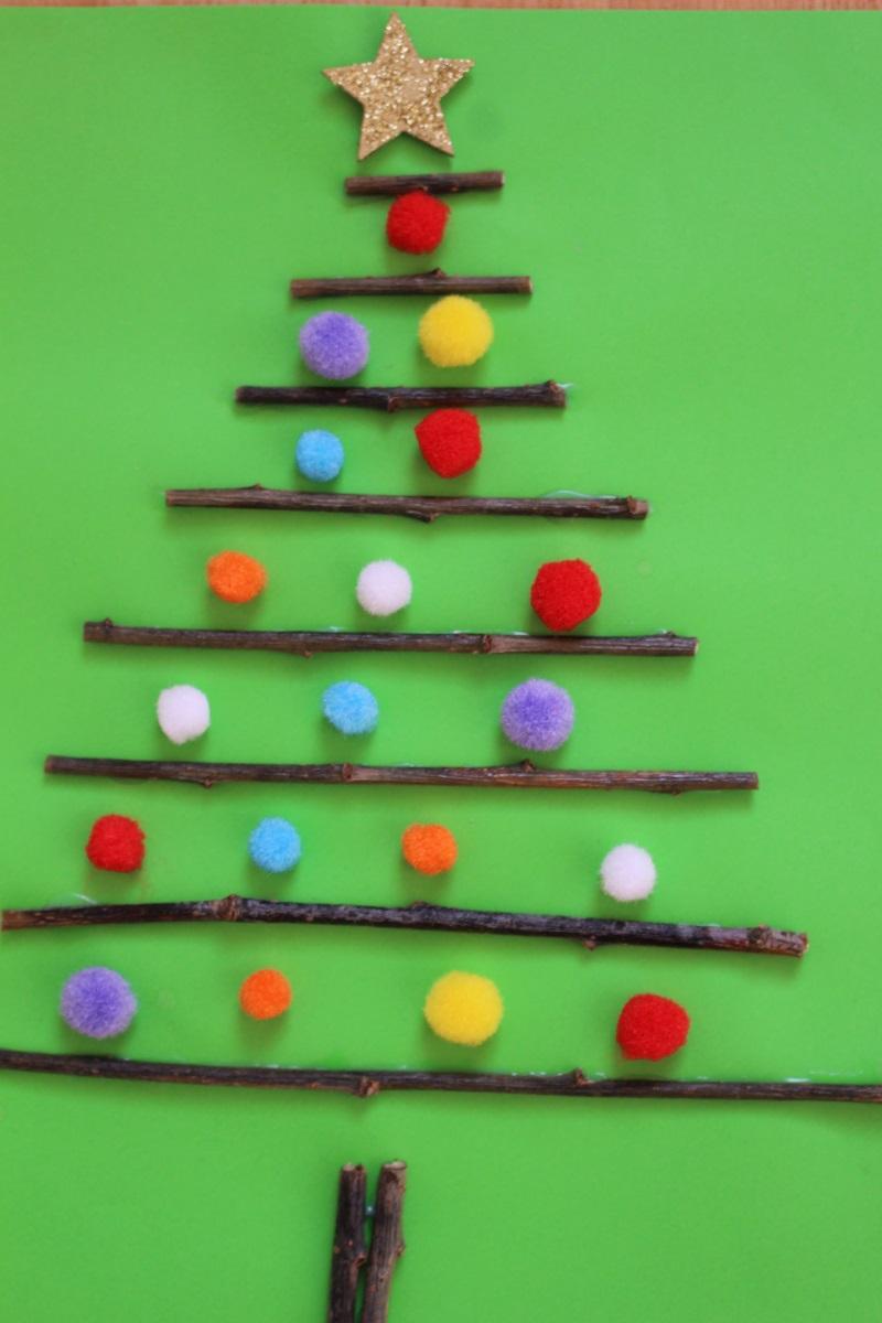 Palline Di Natale Con Rametti mamma gioca: l'alberello di natale con i legnetti