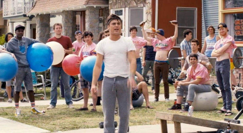 Zac Efron esibisce il suo fisico in Neighbors