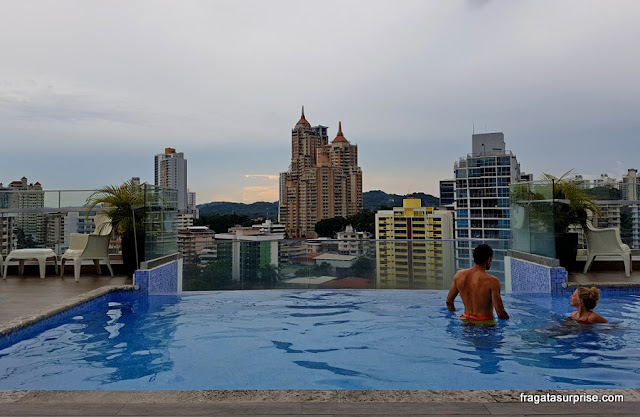 Piscina no terraço do Best Western Plus Panama Zen Hotel