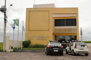http://vnoticia.com.br/noticia/3303-segundo-acusado-de-roubar-casal-de-namorados-e-estuprar-jovem-se-entrega-em-sfi