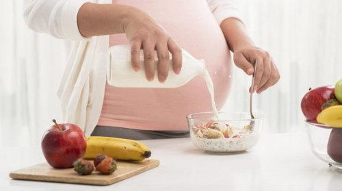 4 Jenis Makanan yang Harus Dihindari Ibu Hamil Saat Sahur