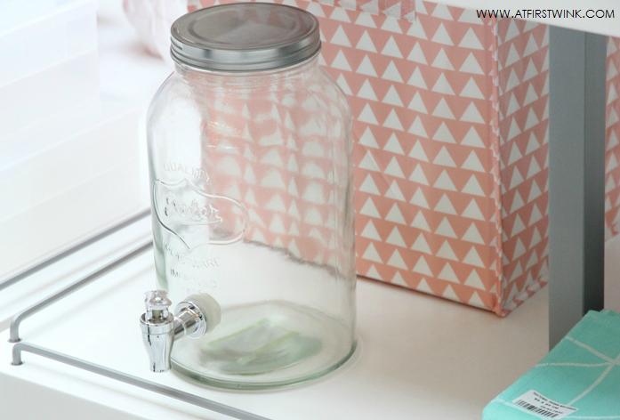 HEMA glazen kan met schenktuitje