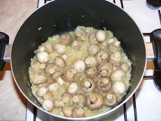 retete cu ceapa si ciuperci reteta preparare mancare de stevie cu ciuperci de post,
