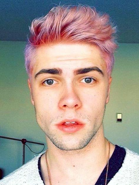pelo rosa hombres 2017