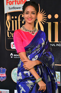 Shanvi Looks Super Cute in Pink Backless Choli Blue Saree at IIFA Utsavam Awards 2017 27.JPG