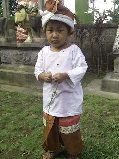 Upacara Otonan Agus Wahyu plus Mebayuh di Klungkung part.01