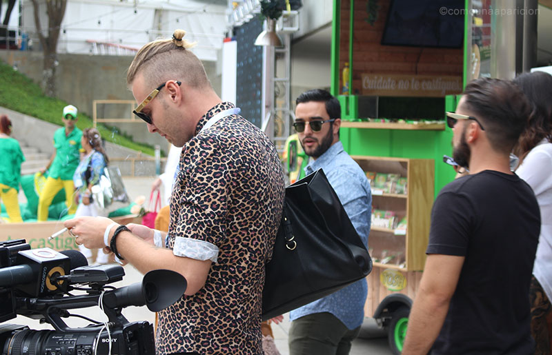como-una-aparición-street-style-men-style-men-fashion-moda-masculina-animal-prints-sunglasses-bags-accesories-moda-en-la-calle-street-looks-colombian-bloggers