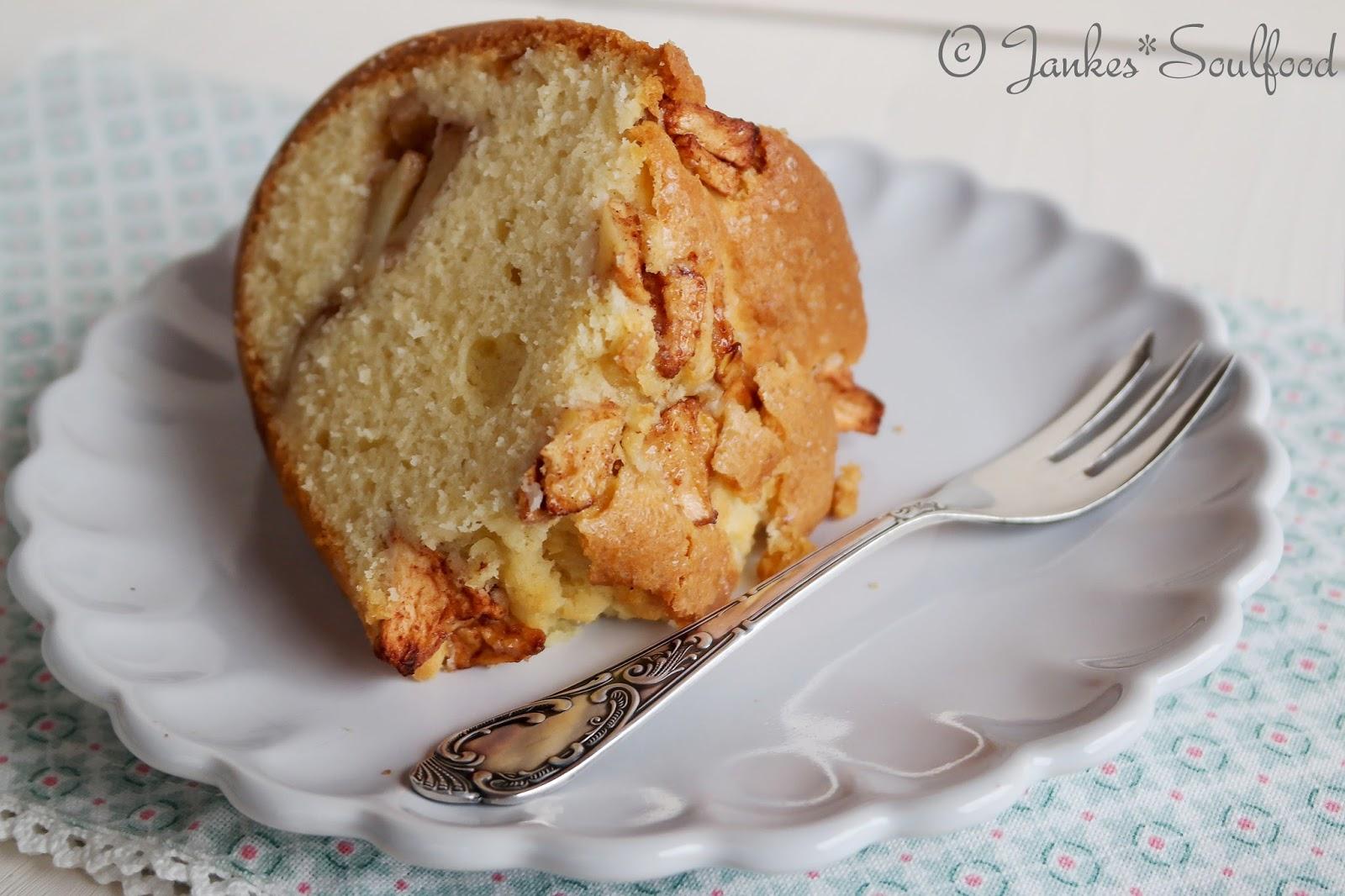 Rührkuchen mit Äpfeln und Zimt
