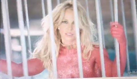 britney nuda in gabbia e ricoperta di glitter nel video di make me (oooh)
