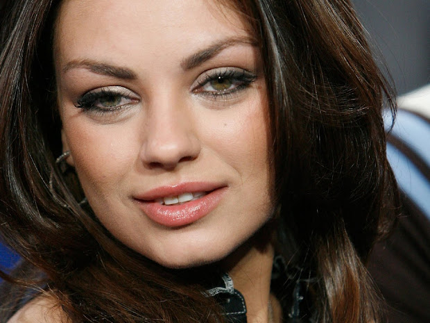 Mila Kunis Eyes Two Different Color