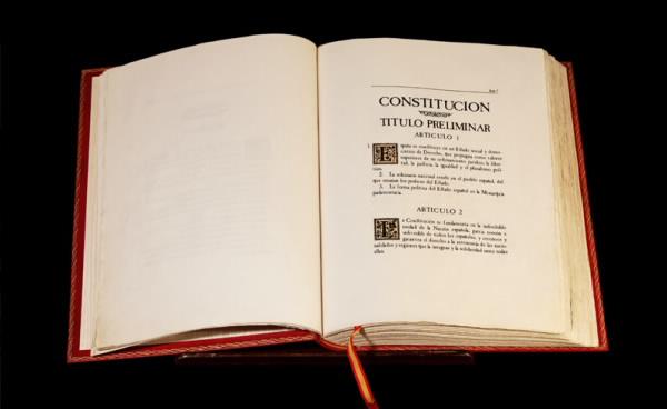 A vuelapluma. La reforma de la Constitución