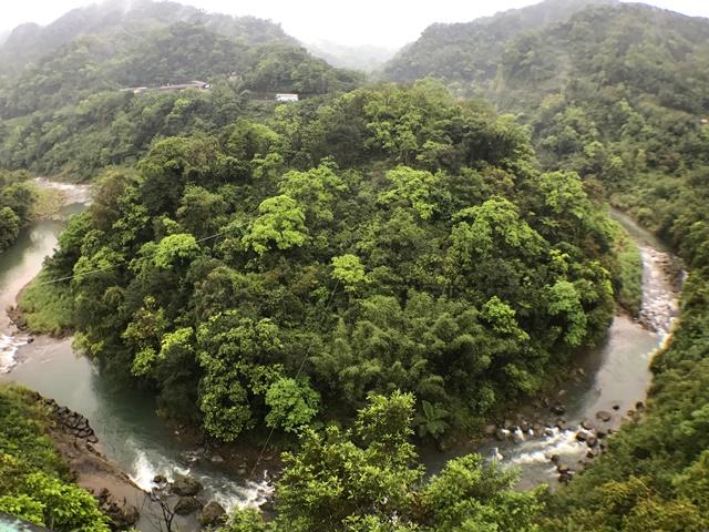 嶺腳水中山-牛軛地形~平溪獨特景點