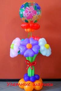 Цветы в клумбе  из воздушных шариков