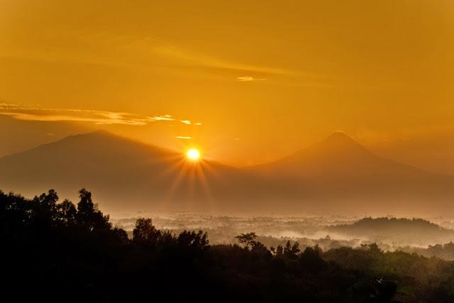 Sunrise di Punthuk Setumbu, Magelang