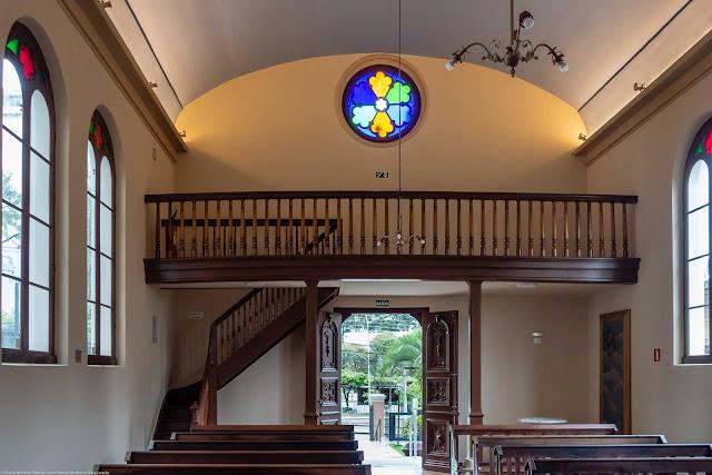 Capela Nossa Senhora da Glória - o interior - vista do coro e porta de entrada
