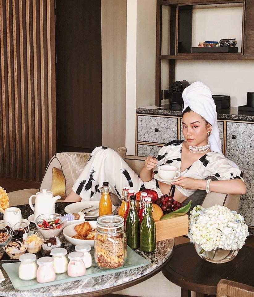 Ăn sáng tại phòng cùng bánh ngọt