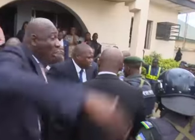 Dino Melaye | Lawyers Clash With Policemen In Court Premises