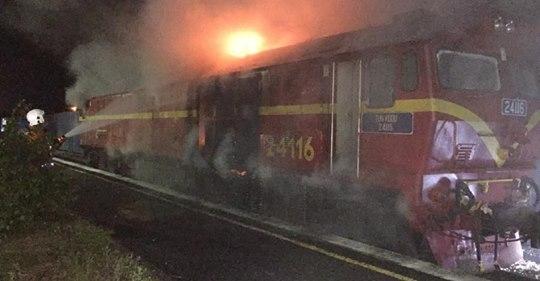Enjin Kereta Api Terbakar Di Kluang