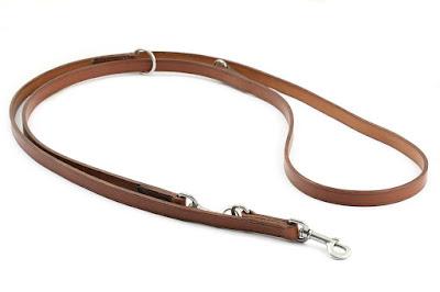 Guinzaglio regolabile per addestramento realizzato in cuoio inglese JE-Sedgwick marrone chiaro con anelli e moschettoni in acciaio inox, interamente realizzato e cucito a mano
