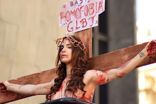 Resultado de imagem para mulheres crucificadas