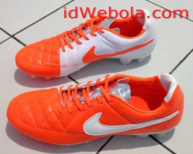 Sepatu Bola Nike Tiempo Oren Putih