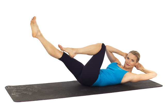 8 Simple No-Equipment Workouts At Home For Women!- Criss-Cross
