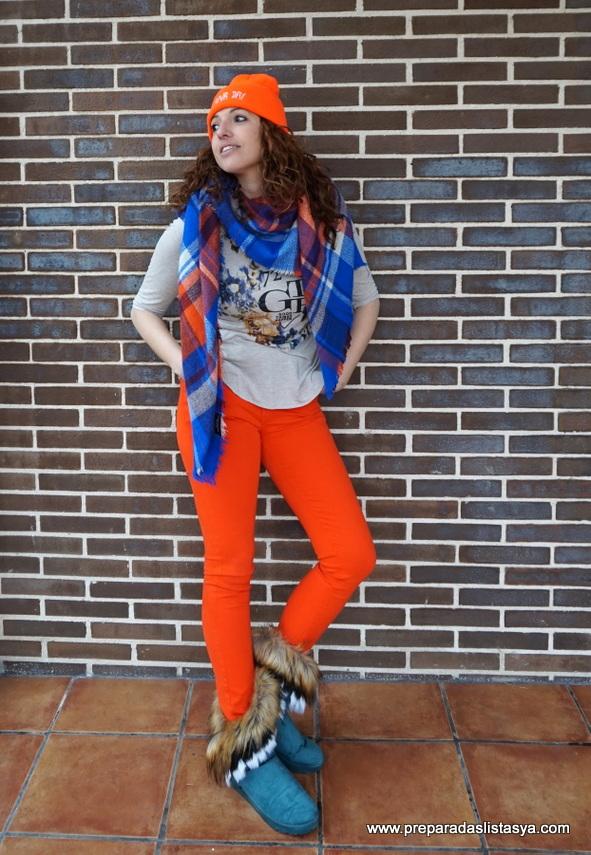 Look naranja y azul