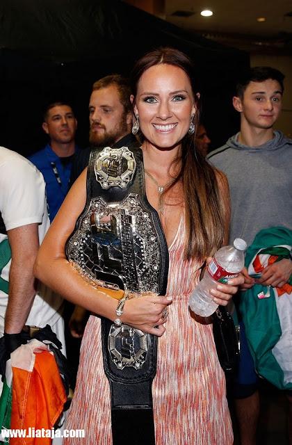 Istri McGregor Dee Devlin | liataja.com
