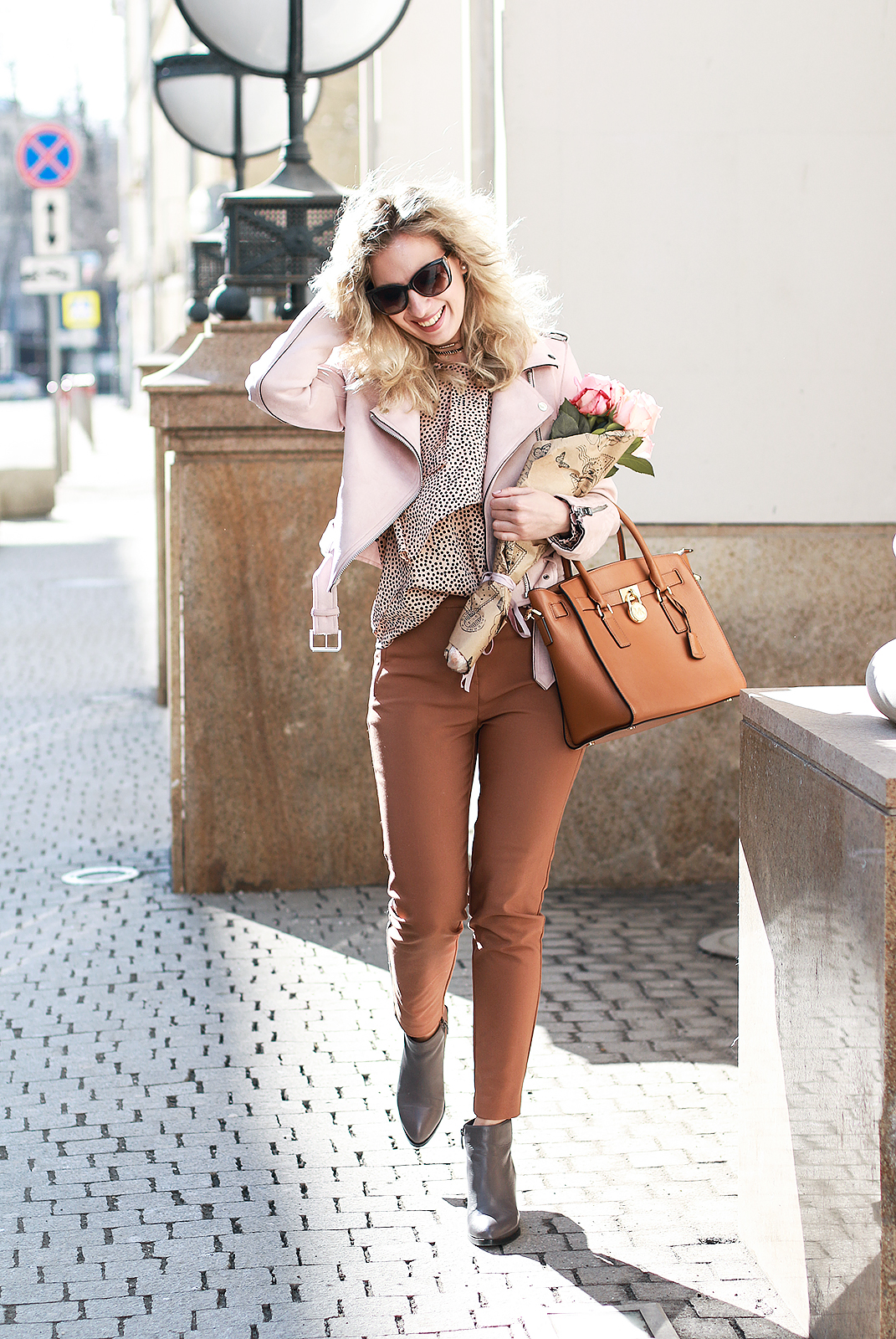Margarita_Maslova_Ritalifestyle_Fashion_blogger_Moscow_MK_bag_portal_shoes_Zara_pink_jacket_