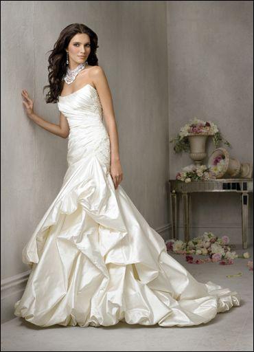 d16a17d5de Maioria D – Noiva Elegante  a sofisticação e o bom gosto fazem parte de  você. E não poderia ser diferente no dia do seu casamento