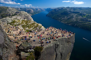 Preikestolen, crowd